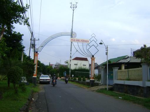 Pintu gerbang RW-IV Padangsari
